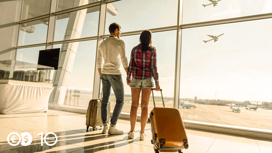 Pasażerowie w na lotnisku